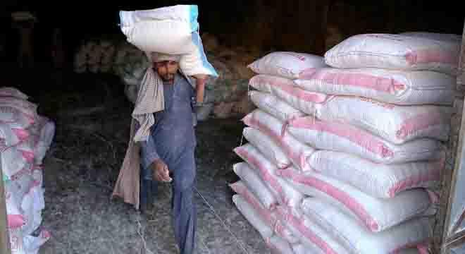 کورونا کی وجہ سے لاک ڈائون، غریب کیلئے روٹی کھانا بھی مشکل ہو گیا، آٹے کےتھیلے کی قیمت میں بڑا اضافہ کر دیا گیا