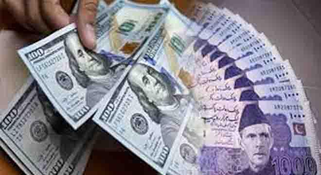 ڈالر کو بریک نہ لگ سکی، روپے کے  مقابلے میں قدر 3 روپے تک بڑھ گئی