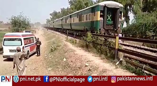 شیخوپورہ، مسافر ویگن سے ٹرین ٹکرا گئی، متعدد ہلاکتوں کا خدشہ، ریسکیو آپریشن شروع
