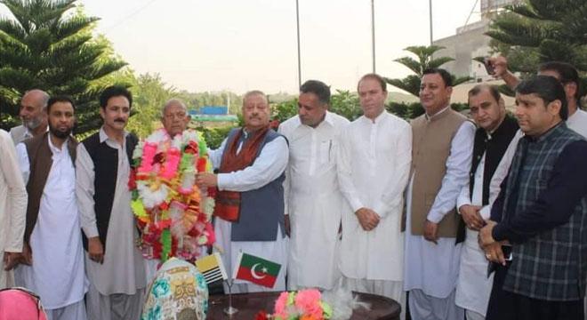 آزاد کشمیر کا سیاسی منظر تبدیل ہونے لگا، پیپلز پارٹی کے سابق سینئر نائب صدر و سابق وزیر حکومت سردار محمد حسین سینکڑوں ساتھیوں سمیت پی ٹی آئی کشمیر میں شامل ہو گئے