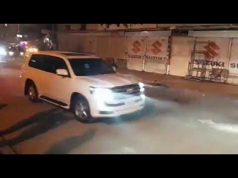 صدر عارف علوی تکے کھانے  لیے راولپنڈی کے بابو محلہ پہنچے تو پروٹوکول کے علمے نے پورا علاقہ بند کر دیا، یہ ہے تبدیلی