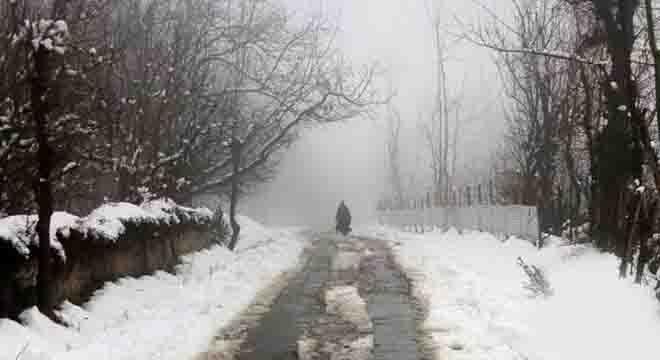 جاتی سردی لوٹ آئی، گرج چمک کیساتھ بارشیں اور پہاڑوں پر برفباری کی پیشنگوئی کر دی گئی