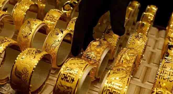 سونے کی قیمتیں تیزی سے نیچے آنے لگیں، فی تولہ ہزاروں روپے سستا، خریداروں کی موجیں لگ گئیں