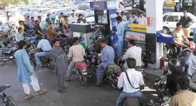پیٹرول کی قیمتیں بڑھائی جائیں گی یا نہیں؟ اوگرا کی درخواست پر وزیراعظم عمران خان نے فیصلہ سنا دیا