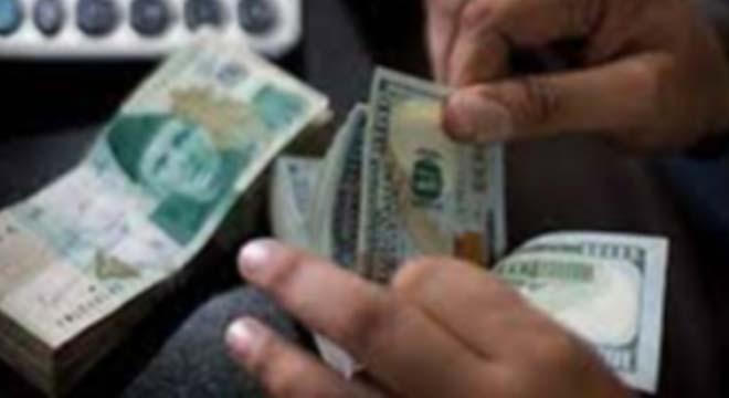 ڈالر مزید گرتا چلا گیا، روپے کے مقابلے میں امریکی کرنسی کی قدر میں بڑی کمی ہو گئی