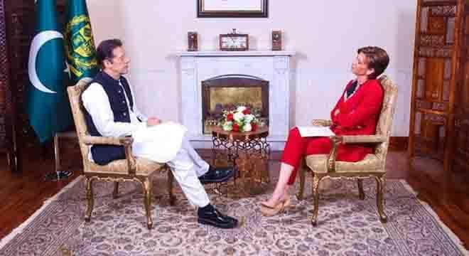 امریکی صدر نے اب تک فون پر رابطہ کیوں نہیں کیا؟ وزیراعظم عمران خان نے عالمی نشریاتی ادارے کو وجہ بھی بتا دی